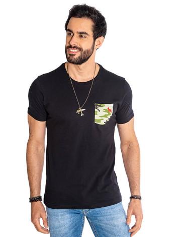 Camiseta Atacado Bolso Camuflado Masculina Revanche War Preta Frente