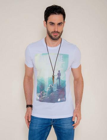 Camiseta Atacado Estampa Masculina Revanche Mountain Branca Frente