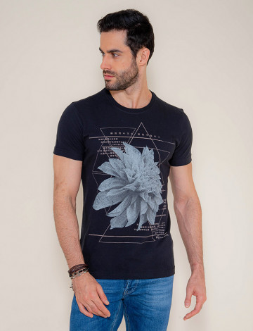 Camiseta Atacado Estampa Silk Masculina Revanche Flower Preto Frente