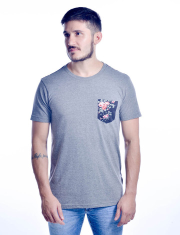 Camiseta Atacado Estampada com Bolso Masculino Revanche Milano Cinza Frente