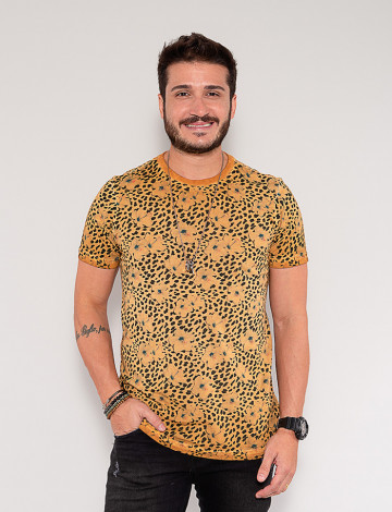 Camiseta Atacado Masculina Revanche Dashiell Caque Frente