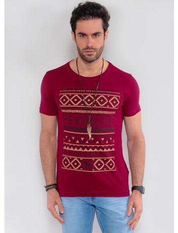 Camiseta Atacado Masculina Revanche Geométrica Vinho Frente