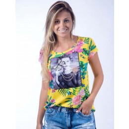 Camiseta Atacado Floral com Estampa Feminina Revanche Modele Amarela Frente